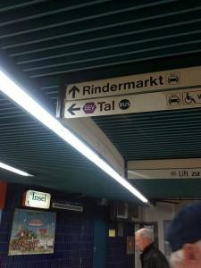 Unterm Marienplatz: hier gehts zum Bus!